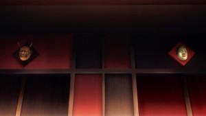 Маски над лифтами