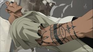 Шрам с татуировками на руке
